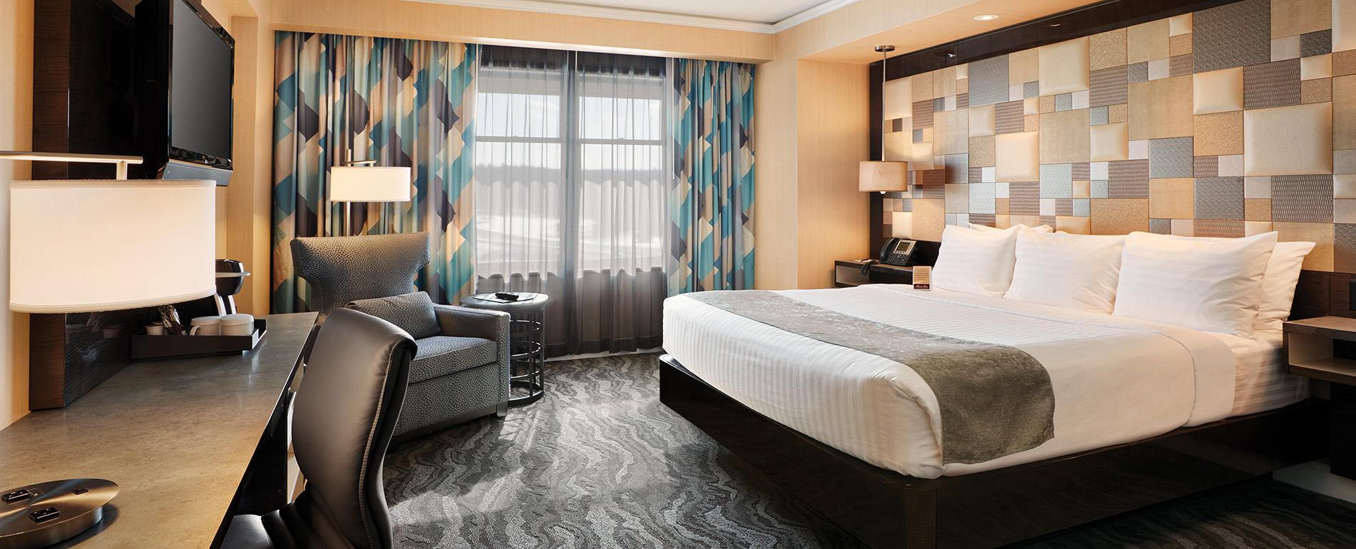 King Bed Room - Poconos Resort