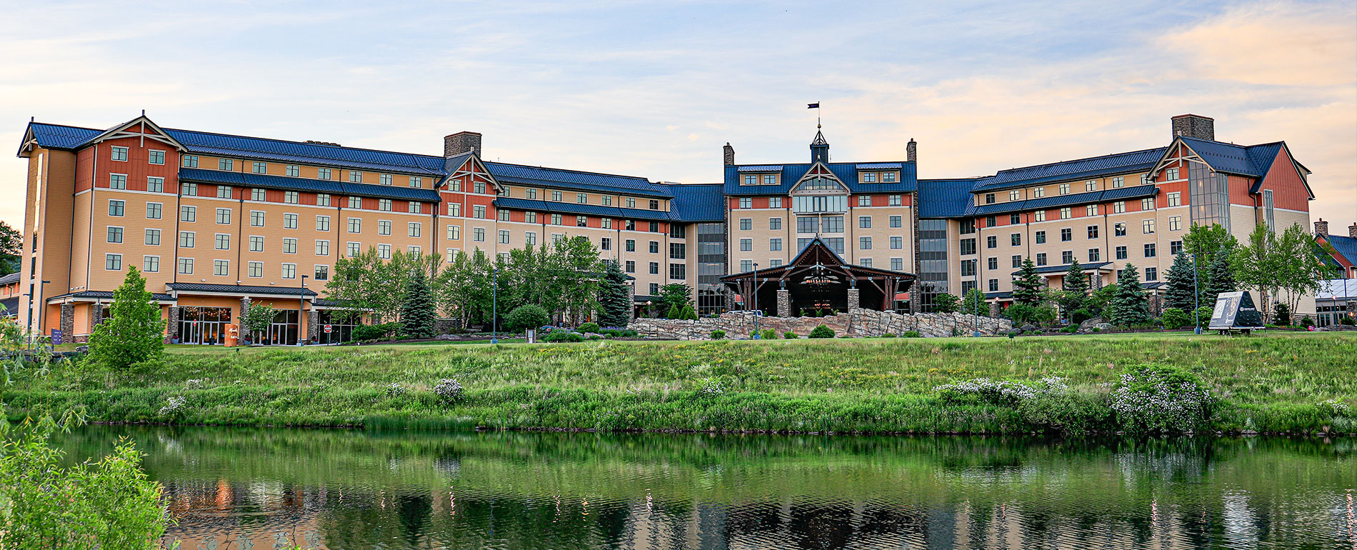 mt Pocono hotel casino spa exterior 2020