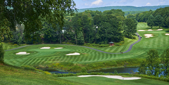 pennslyvania golf course with pond and sand pits