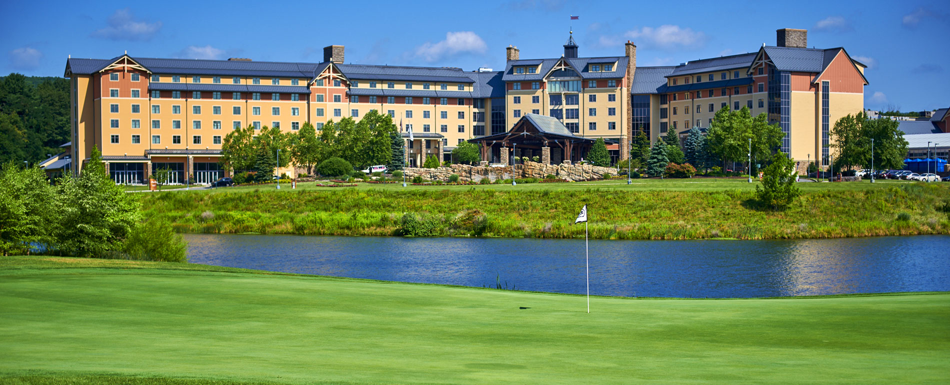 mt pocono casino hotel spa resort - golf course with pond view